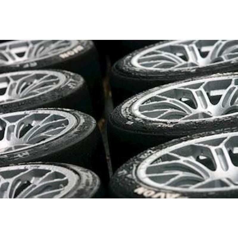 Avon Xply regn dæk. Str. 8.5/23.5-15. Spec.
